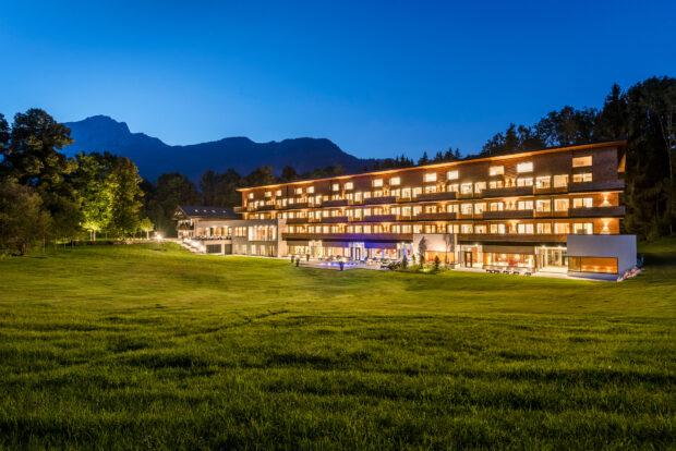 Das Klosterhof - Alpine Hideaway & Spa bei Nacht