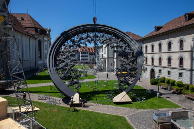 Nachbau der gigantischen West-Rosette im Klosterhof St. Gallen