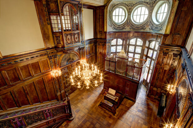 """Die """"große Halle"""" der Villa Seligmann in Hannover, Sitz des Europäischen Zentrums für Jüdische Musik"""