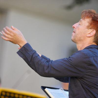 Steuert zur Eröffnung eine eigene Musiktheatercollage bei: Festivalleiter Hans-Christian Hauser