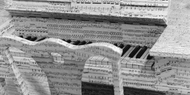 """Mauricio Kagel, """"Ludwig van – Hommage von Beethoven"""" (1969). Musikzimmer, Requisite für den Film """"Ludwig van"""""""