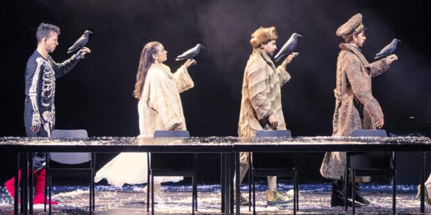 "Szenenbild aus ""Boris Goudenow"": Yevhen Rakhmanin (Theodorus), Julie Goussot (Axinia), Joan Folqué (Gavust) & Olivier Gourdy (Boris)"