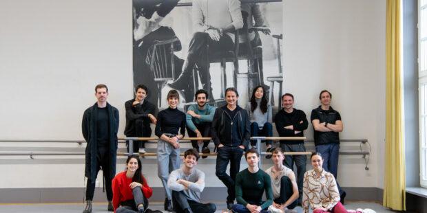 Die Choreografinnen und Choreografen mit Rocío Aleman, Ballettintendant Tamas Detrich und Perkussionist Marc Strobel