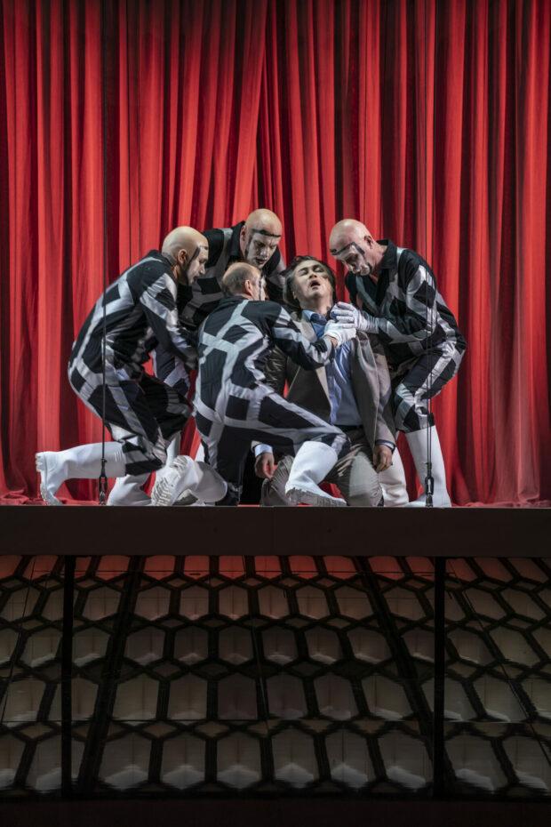 """Brittens """"Sommernachtstraum"""" in Halle: Andrii Chakov, Kristian Giesecke, Robert Sellier, Ki-Hyun Park, Gerd Vogel"""