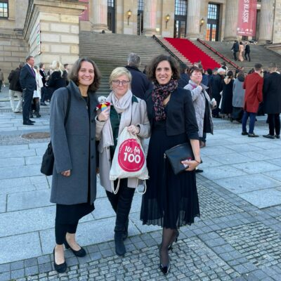 Katharina Strein, Ariane Ochmann und Dimitra Will (v.l.n.r.) bei der Verleihung des OPUS Klassik 2021 in Berlin